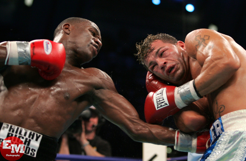 Arturo Gatti vs Floyd Mayweather – WBC Junior Welterweight Championship – Boardwalk Hall, Atlantic City, NJ – June 25,  2005