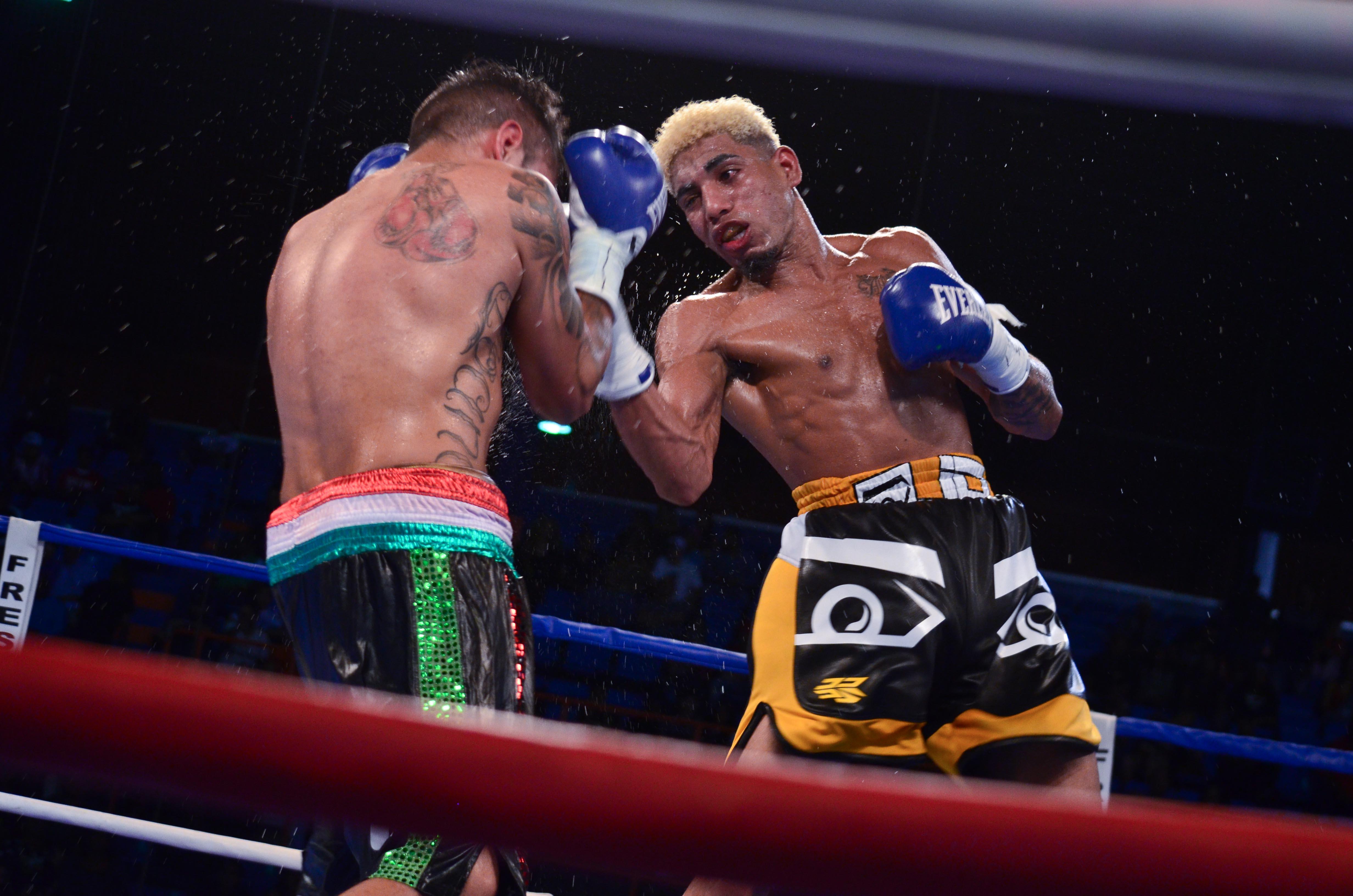 Alfredo Santiago vs Arturo Santos Reyes