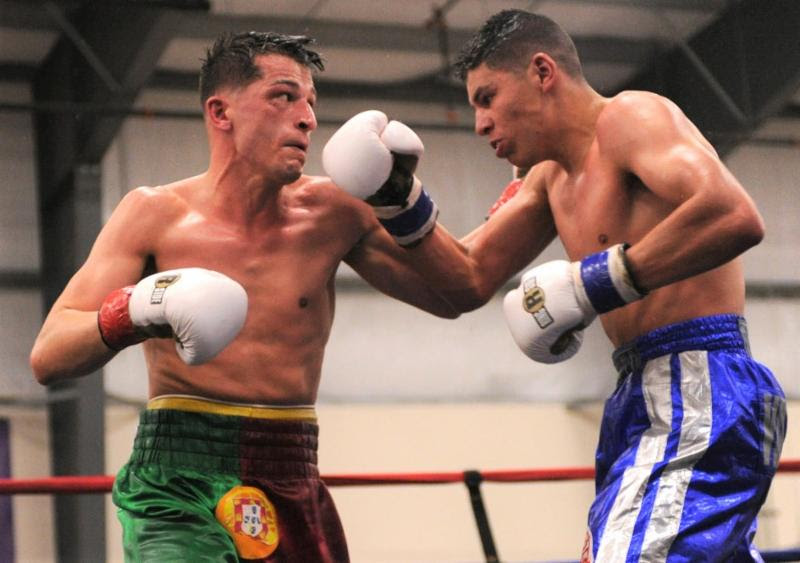 Derek Silveira (L) defeated Roberto Valenzuela, Jr. to re-capture the N.E. title
