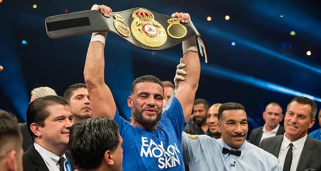 645×344-german-boxing-champion-charr-to-present-belt-to-erdogan-1511695086410