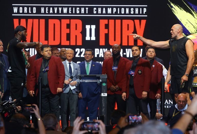 Deontay_Wilder_vs_Tyson_Fury_point-and-faceoff_pointing-770×524