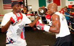 Roger-Mayweather-mitts-Floyd-Jr-ethan-miller-getty